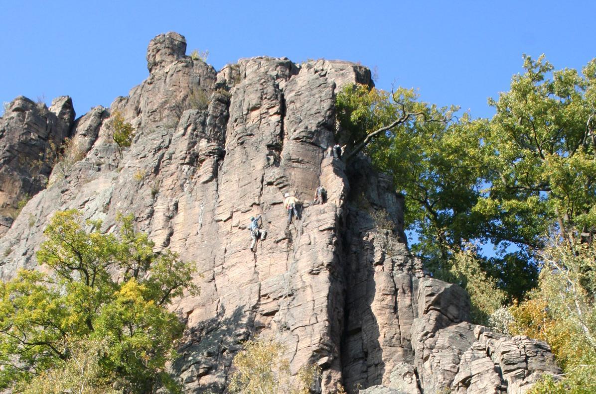 Blick auf den Battertfelsen nahe dem Alten Schloss Hohenbaden; Foto: Staatliche Schlösser und Gärten Baden-Württemberg, Sandra Eberle