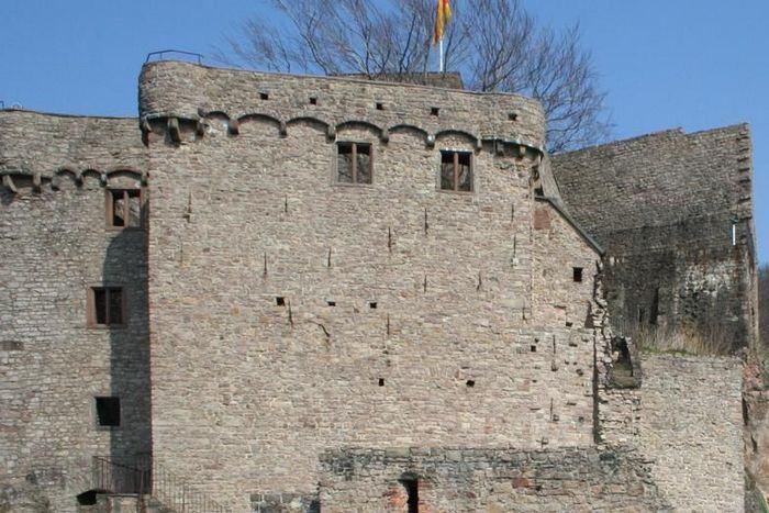 Außenaufnahme des Hermannsbaus des Alten Schlosses Hohenbaden
