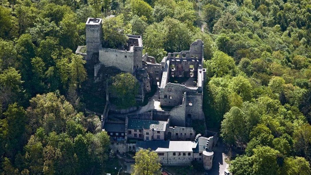 Luftansicht vom Alten Schloss Hohenbaden
