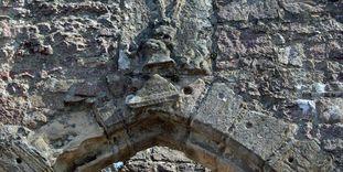 Wappen über dem Torbogen des Alten Schlosses Hohenbaden
