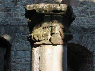 Säule im Bernhardsbau vom Alten Schloss Hohenbaden