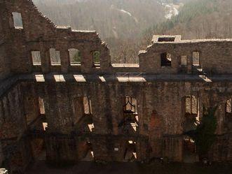 Der Bernhardsbau des Alten Schlosses Hohenbaden von außen