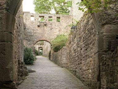 Altes Schloss Hohenbaden, Weg im Schloss