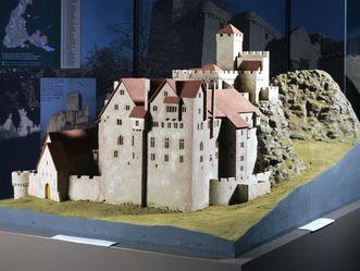 Modell vom Alten Schloss Hohenbaden im Badischen Landesmuseum
