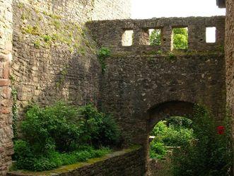 Der Torweg vom Alten Schloss Hohenbaden